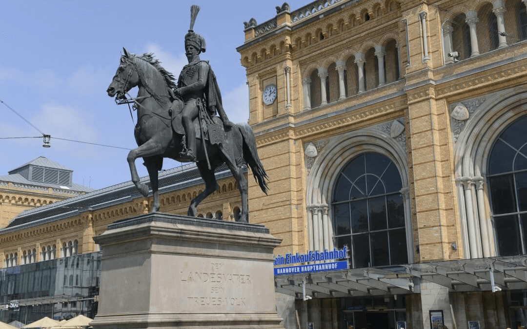 """Geschichtsprojekt """"Denkmäler in Hannover"""" am Hannover-Kolleg"""